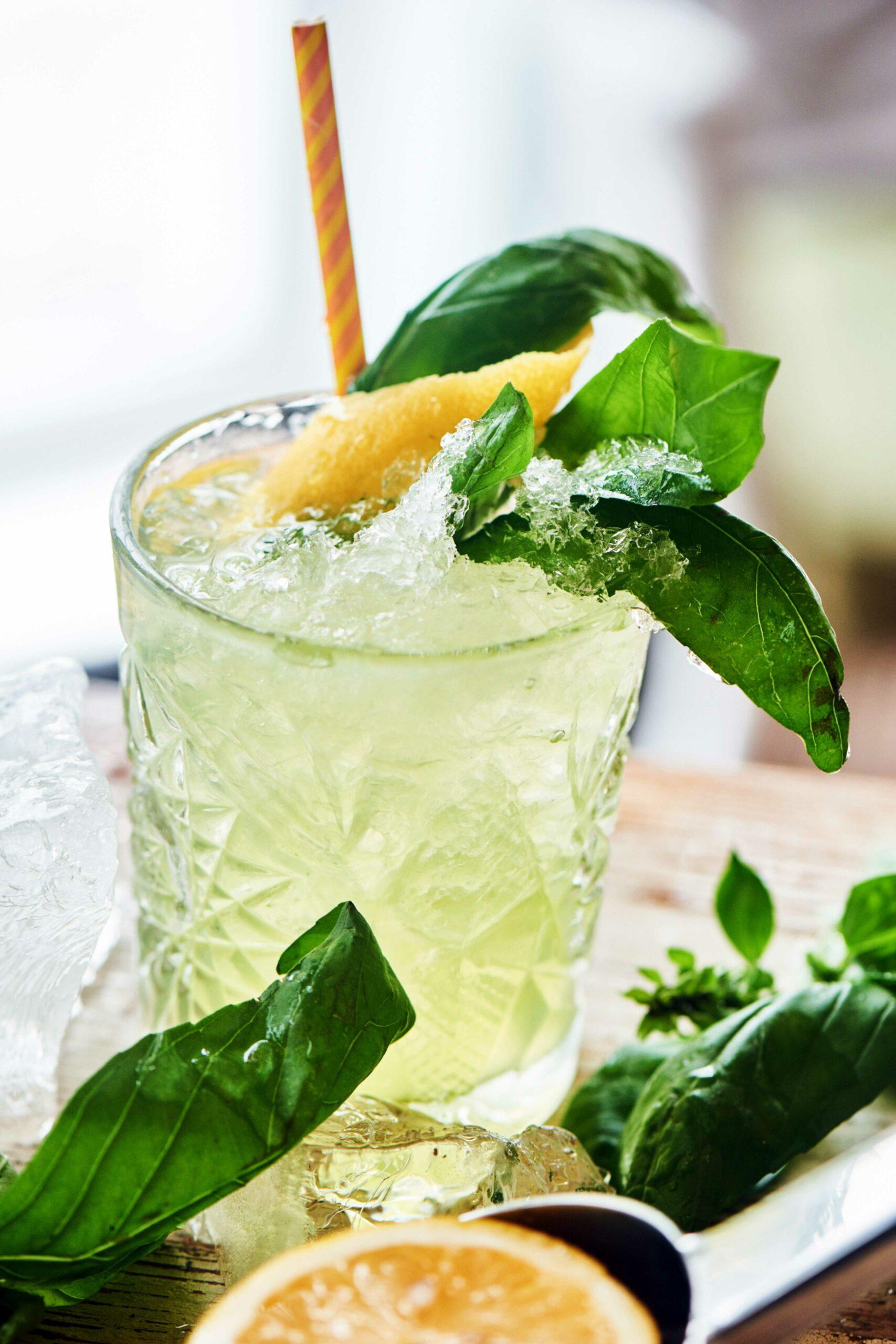 LÖWENHUND Gin Basil Smash Rezept